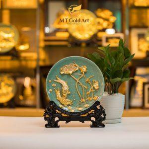 đĩa trưng bày gốm sứ đắp nổi